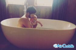Il bagnetto, un momento di puro amore